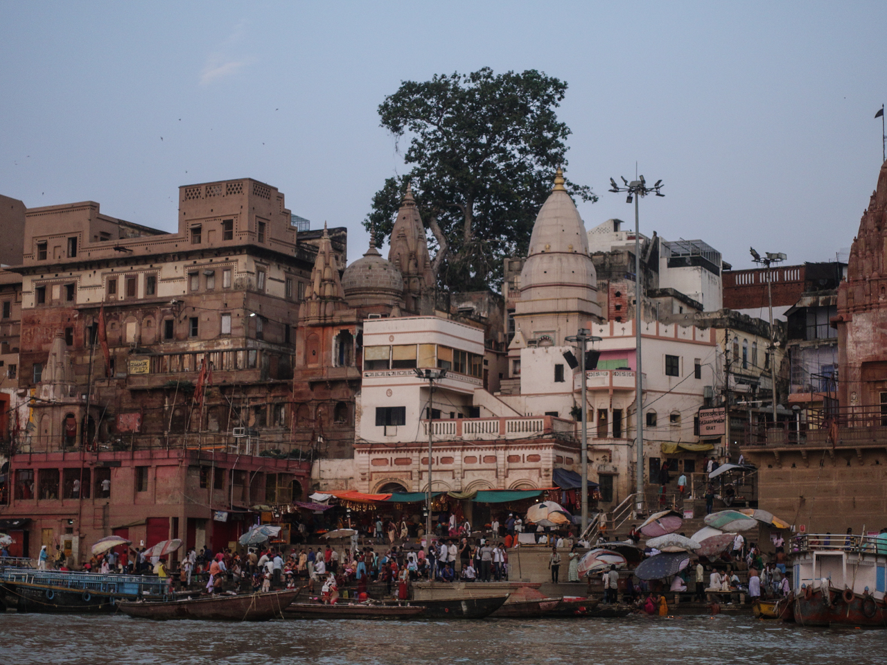 Indian people travel from all over to take a bath in the Ganges river, wash away their sins and bury their dead family members.